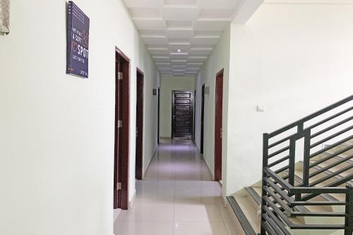 A Hotel Com Reddoorz Syariah Near Jam Gadang Bukittinggi 2 Hotel Bukittinggi Indonesia Price Reviews Booking Contact