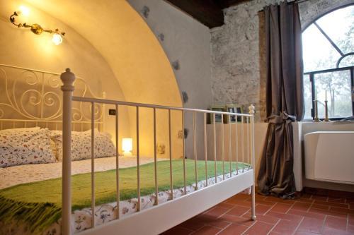 Peschiera Maraglio, Cure, 25050, Italy.