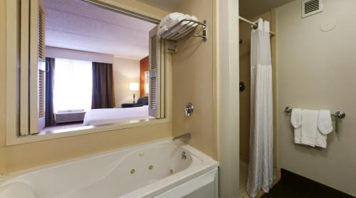 Hilton Garden Inn Secaucus/Meadowlands - Secaucus, NJ NJ 07094
