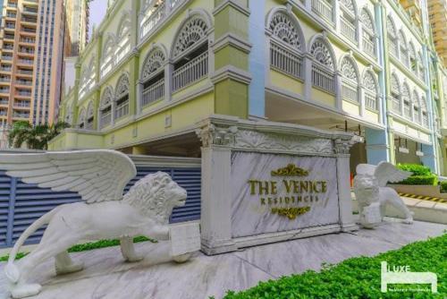 Venice Residences McKinley Hill 1BR+WIFI Near BGC, Makati City