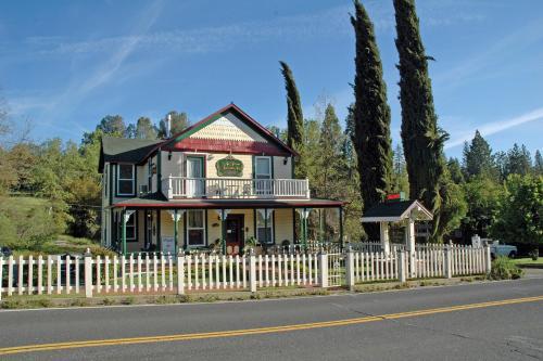 All Seasons Groveland Inn - Accommodation - Groveland