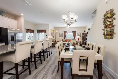 Brand New Storey Lake Free BBQ townhouse - image 1