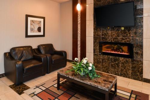 Holiday Inn Express Edmonton North - Edmonton, AB T5A 5J6
