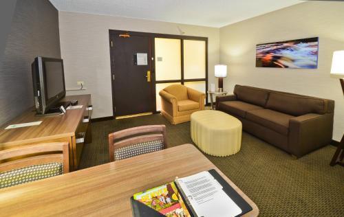 Embassy Suites Hotel Denver-Stapleton - Denver, CO 80239