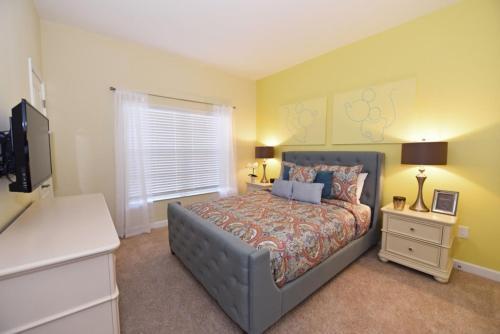 Storey Lake- 4 Bedrooms of Luxury & Comfort home - image 9