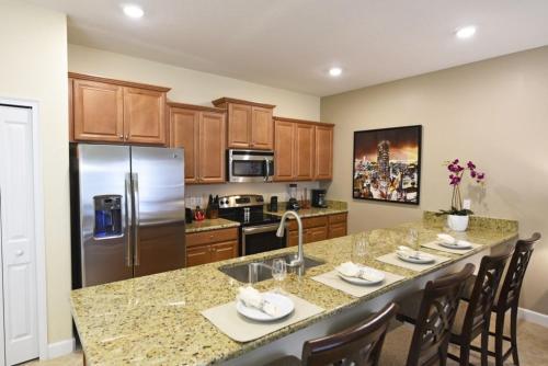 Storey Lake- 4 Bedrooms of Luxury & Comfort home - image 10