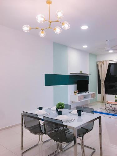 3 Beds Designer Suites Sg Buloh l MRT Link, Kuala Lumpur