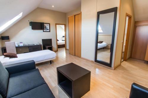 Hotel Suites Feria de Madrid - image 11