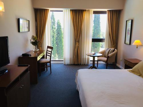 Tweepersoonskamer met 2 Tweepersoonsbedden (Double Room with Two Double Beds)