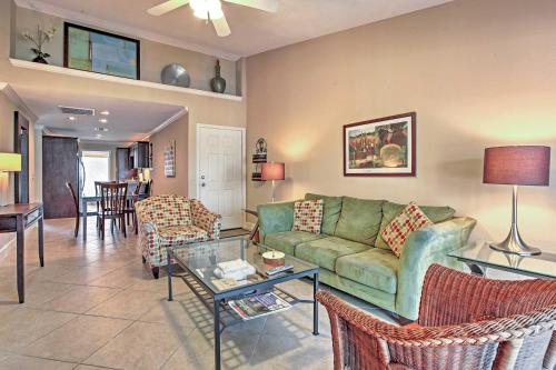Colorful Galveston Retreat Steps from Beach and Pool - Apartment - Galveston