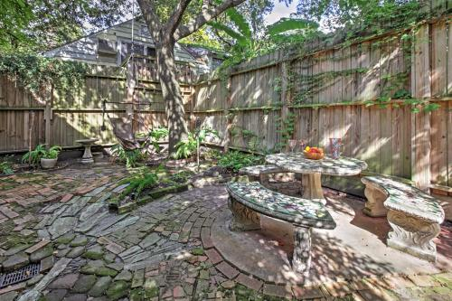Quaint Houston Hideaway with Yard Less Than 3 Mi to Downtown - image 4
