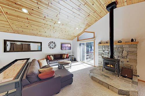 Alpine Haven: Spacious West End Donner Lake Home! home - Truckee
