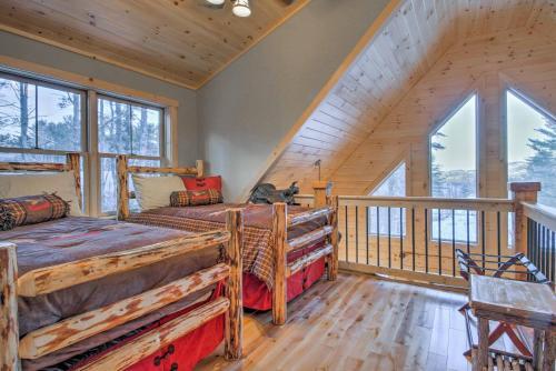 Dream Log Cabin in Bethel - 15 Min. to Ski Resort! - Bethel