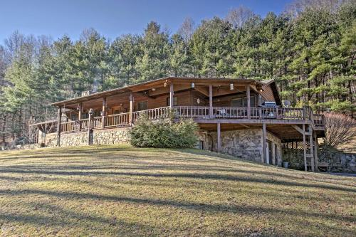 'Emerald Gate Farm' Cabin Nestled on 13 Acres! - Waynesville
