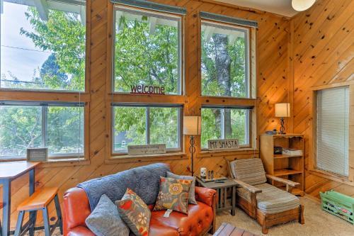 Cozy Studio Near Hiking & Skiing, Walk to Downtown - Apartment - Mount Shasta