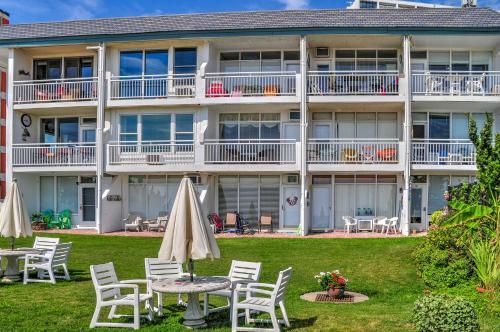 Oceanfront Virginia Beach Studio with Pool Access! Main image 1