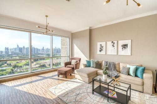 Stunning Apt with Amazing Golf Course Views Fits 6