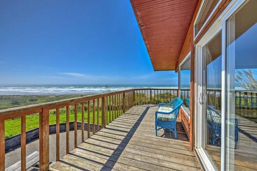 Oceanfront 'Clam Beach House' with Views & Hot Tub!