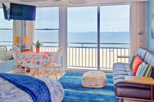 Oceanfront VA Beach Studio with Views and Pool Access! Main image 2