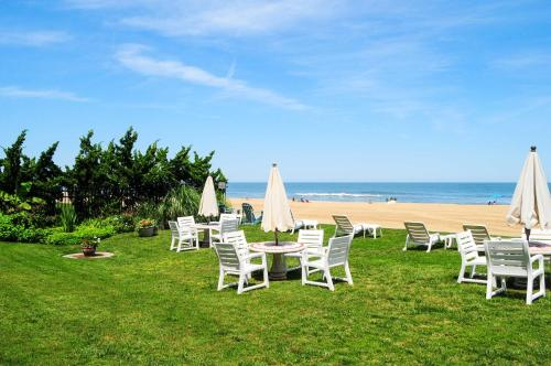 Oceanfront VA Beach Studio with Views and Pool Access! Main image 1