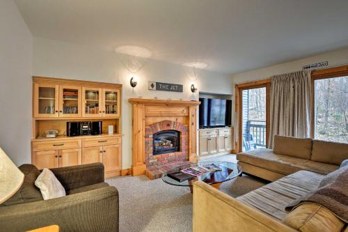 Ski-In Resort Family Condo with Deck at Jay Peak! - Hotel - Jay