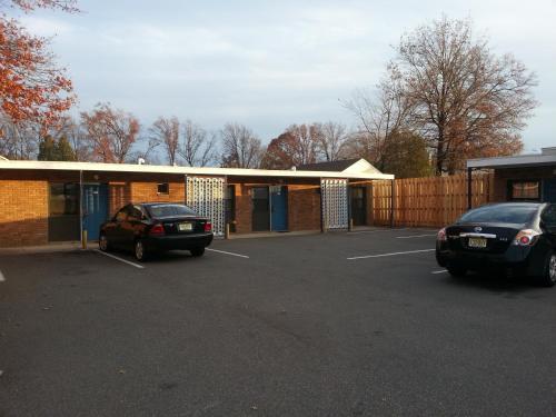 Americana Motel - Avenel, NJ 07001
