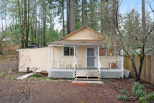 . Waterwheel Cottage - 1 Bed 1 Bath Vacation home in Union
