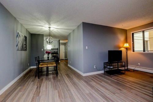 Calgary SW 14 Ave Apartment - Calgary, AB