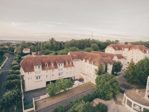 . Tidy apartment, located in the town of Roche-Posay