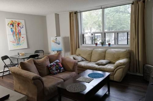 Edmonton NW 111 St Apartment - Edmonton, AB
