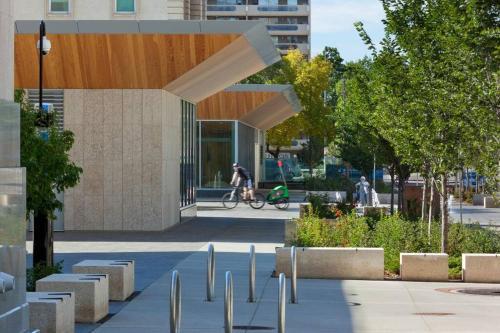 Edmonton NW 100 Ave Apartment - Edmonton, AB