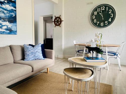 The Wheelhouse - 2BR Waterfront Apt in town