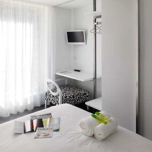 Double or Twin Room Moure Hotel 25