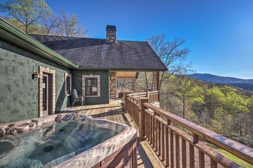 Huge Mountain-View Home 15 Mins to Asheville! - Black Mountain