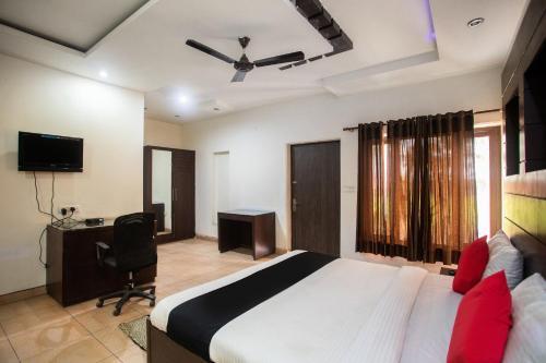 Capital O 61647 Good Luck Resorts, Hapur