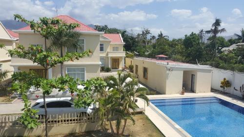 . Beach Garden Hotel
