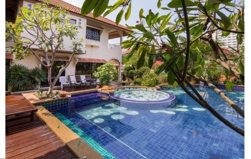Pattaya - Royal Park Villa for 12 people Pattaya - Royal Park Villa for 12 people