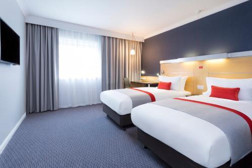 Holiday Inn Express Park Royal, an IHG Hotel - image 6