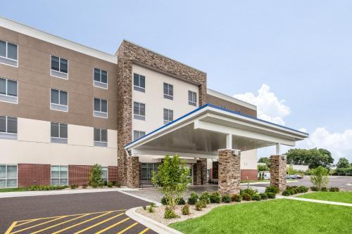 . Holiday Inn Express & Suites - Ottawa