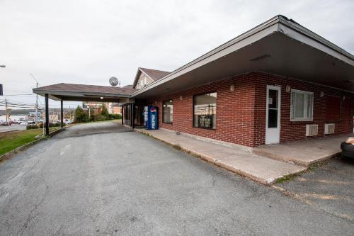 Bluenose Inn & Suites - Halifax, NS B3M 2L8