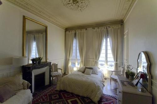 Large 2 Bedrooms Latin Quarter (338) photo 3