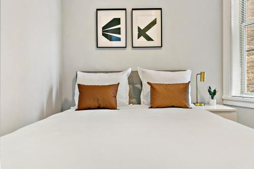 Chic & Modern 2BR Apt Best Location for Travellers G3 Main image 1
