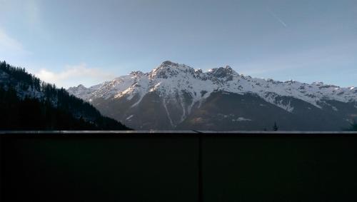 Appartement deux pièces à 100m des remontées vers l'Alpes d'Huez avec vue sur la montagne - Apartment - Oz