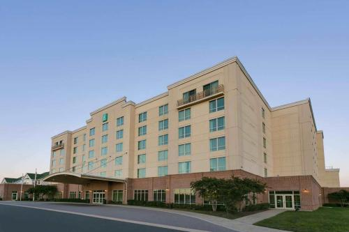 . Embassy Suites Dulles - North/Loudoun