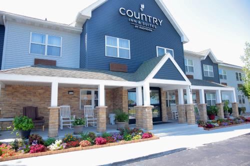 . Country Inn & Suites by Radisson, Sparta, WI