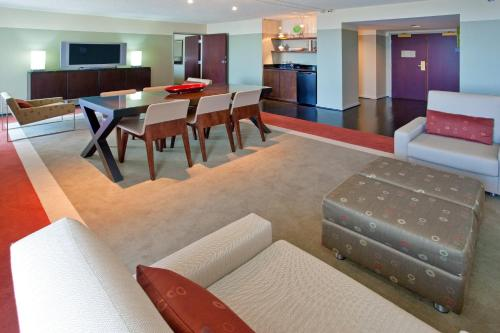 Crowne Plaza - Chicago West Loop - Chicago, IL IL 60661