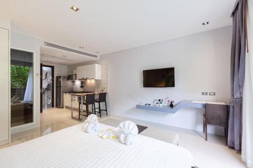 The Emerald Terrace Patong· Modern Family Condo with Kitchen in Quie The Emerald Terrace Patong· Modern Family Condo with Kitchen in Quiet Area