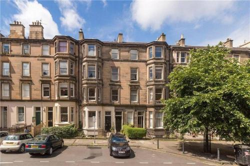 Picture of Central Luxurious Victorian Apartment On A Quiet, Leafy Street