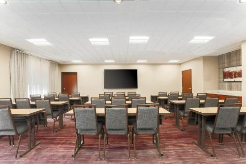 Courtyard By Marriott Tampa Brandon Tampa Fl Aaa Com