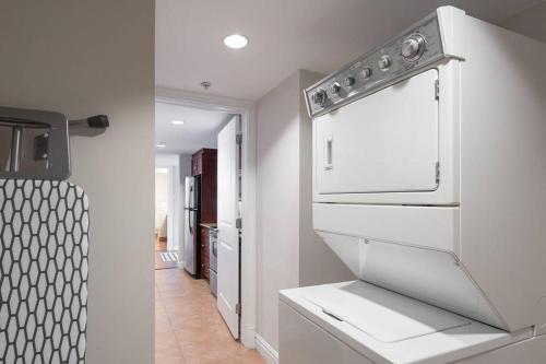 Halifax Hollis St Apartment - Halifax, NS